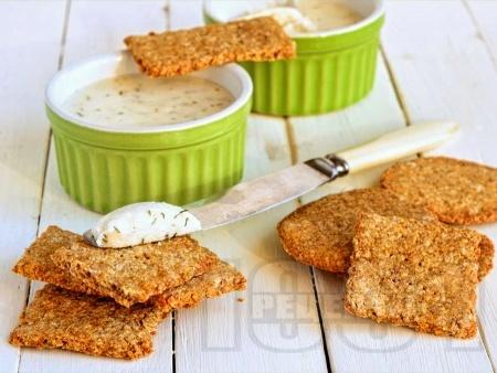 Лесни и бързи домашни пълнозърнести соленки / крекери с овесени ядки - снимка на рецептата